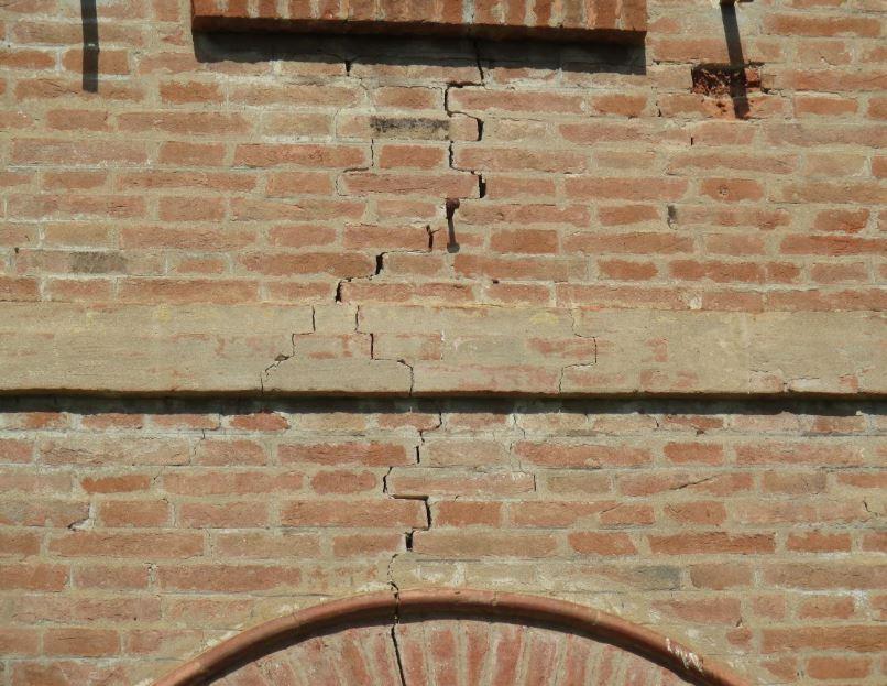 Consolidamento fondamenta di casa systab - Tracce su muri portanti ...