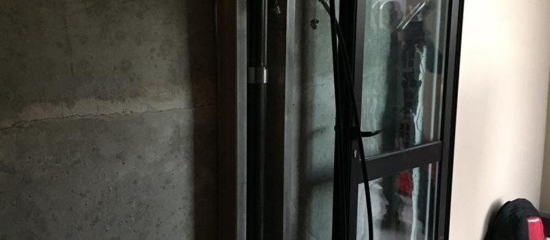 palo pressoinfisso in acciaio con martinetto idraulico
