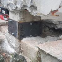 pali e piastre in acciaio su pilastro2