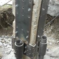 pali e piastre in acciaio su pilastro3