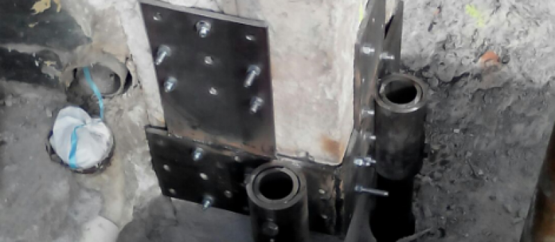 pali e piastre in acciaio su pilastro4