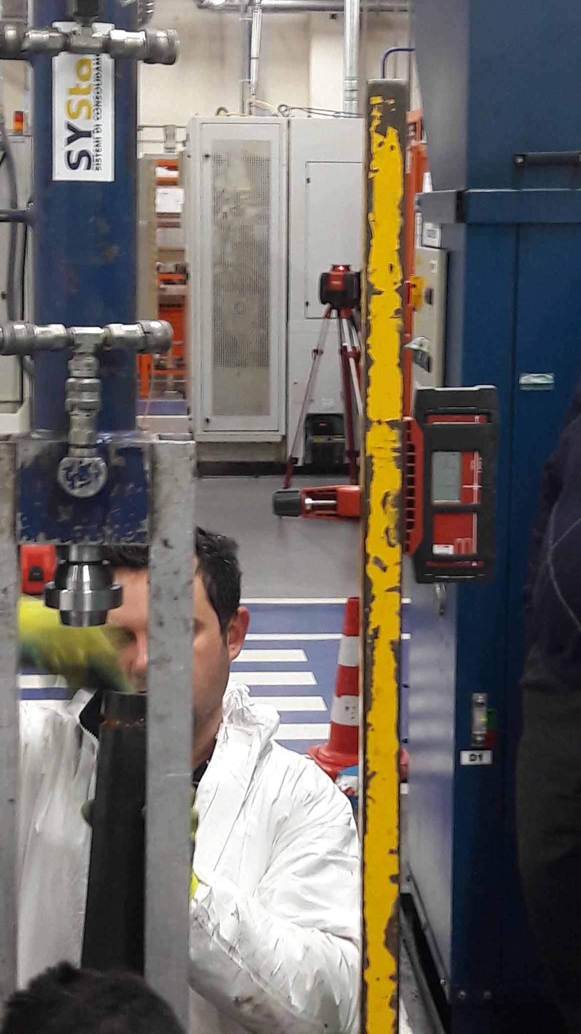 infissione con monitoraggio laser pavimentazione