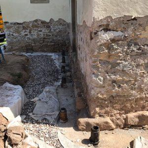 Consolidamento fondamenta chiesa pali precaricati